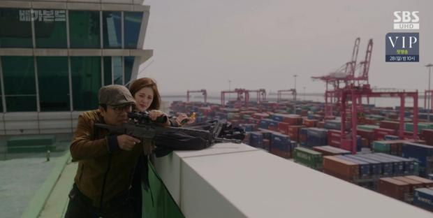 Vagabond tập 12: Lee Seung Gi đi bão theo kiểu chạy vào nhà xác, xúc động với tường người chắn đạn - Ảnh 5.