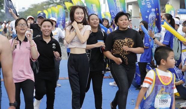 Minh Hằng gây náo loạn show Marathon khi chạy cùng dàn trai đẹp - Ảnh 5.