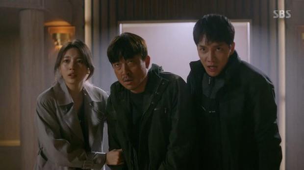 Vagabond tập 12: Lee Seung Gi đi bão theo kiểu chạy vào nhà xác, xúc động với tường người chắn đạn - Ảnh 1.