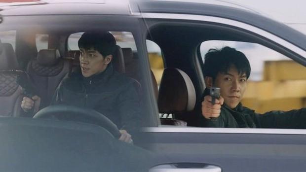 Vagabond tập 12: Lee Seung Gi đi bão theo kiểu chạy vào nhà xác, xúc động với tường người chắn đạn - Ảnh 4.
