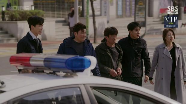 Vagabond tập 12: Lee Seung Gi đi bão theo kiểu chạy vào nhà xác, xúc động với tường người chắn đạn - Ảnh 11.