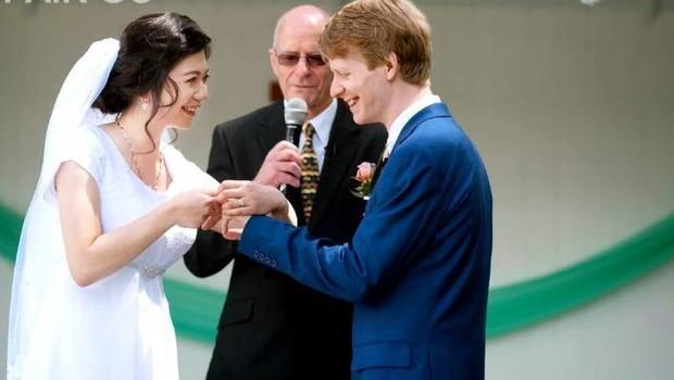 Lỡ tay chỉnh bóp gọn người cô dâu trong ngày cưới, thanh niên nhiếp ảnh block luôn khổ chủ - Ảnh 2.