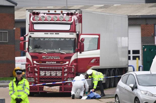 Vụ 39 thi thể trong container: Cảnh sát cam kết trả thi hài nạn nhân cho gia đình - Ảnh 1.