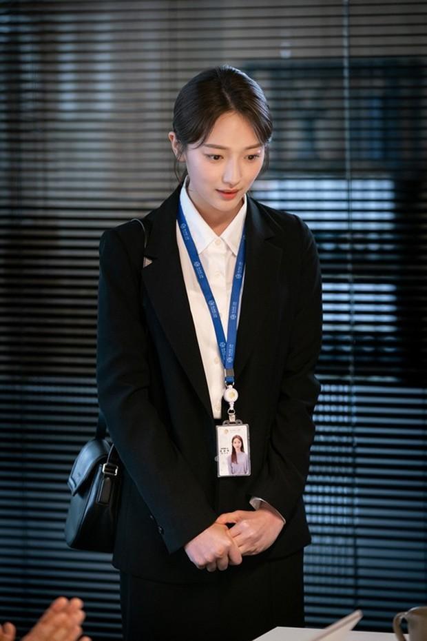 Tập nào cũng có twist khủng, phim xử gọn khách VIP của Jang Na Ra là cục vàng của SBS cuối năm? - Ảnh 7.
