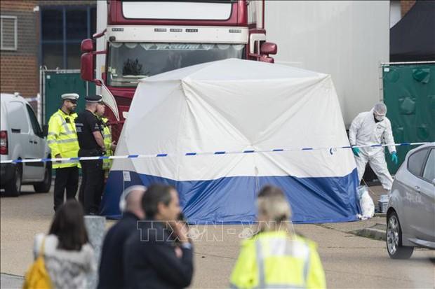 Vụ 39 thi thể trong xe tải ở Anh: Ba đối tượng tình nghi được tại ngoại - Ảnh 1.