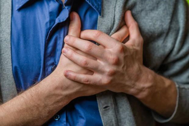 Cơ thể có 3 triệu chứng này chứng tỏ bạn đang tiến gần hơn tới nguy cơ đột tử, cần nghỉ ngơi kịp thời - Ảnh 3.