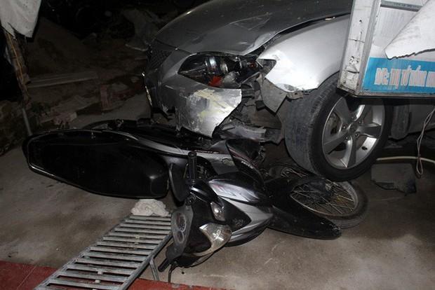 Hải Dương: Xe ô tô về quê ăn cưới mất lái đâm một loạt phương tiện, 1 bé gái gãy chân - Ảnh 4.