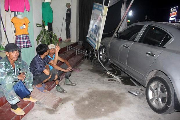 Hải Dương: Xe ô tô về quê ăn cưới mất lái đâm một loạt phương tiện, 1 bé gái gãy chân - Ảnh 5.