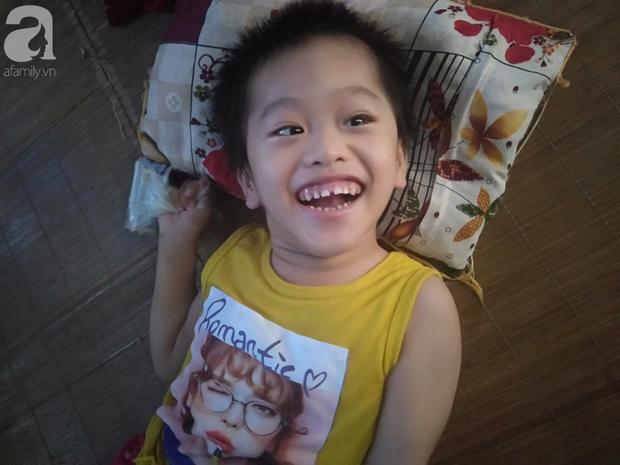 Bi kịch cha mẹ ly hôn vì sinh con tật nguyền, bé gái 5 tuổi bị bại não sống côi cút bên bà nội già yếu - Ảnh 8.