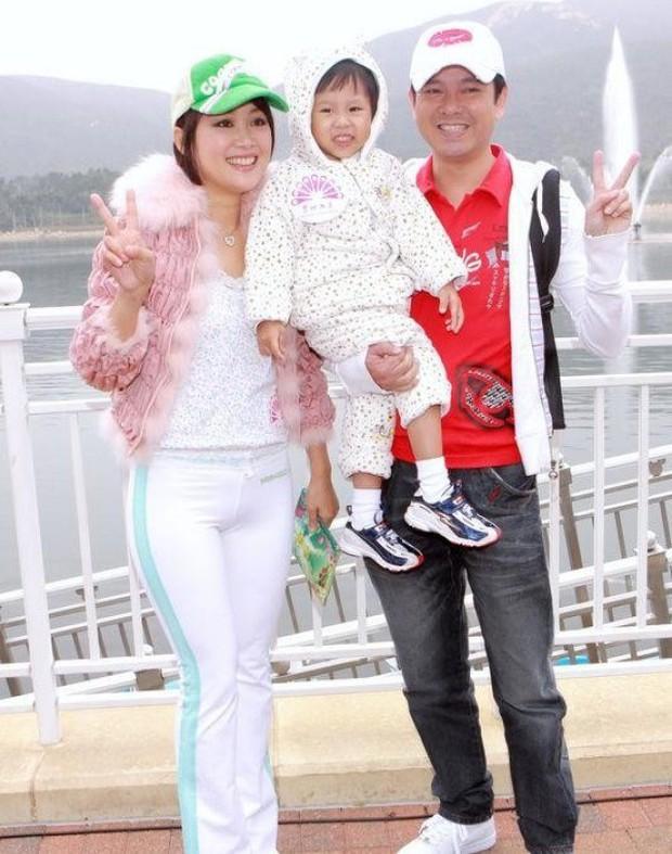 Lương Tiểu Băng - Chúc Anh Đài kinh điển nhất màn ảnh: Cuộc hôn nhân gần 20 năm đầy những khó khăn nhưng hạnh phúc bên Mã Văn Tài Trần Gia Huy - Ảnh 12.