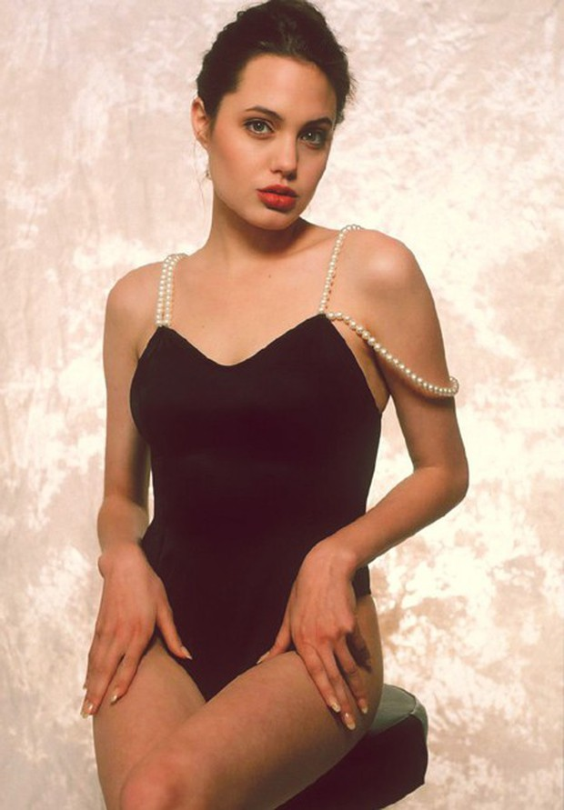 Angelina Jolie năm 16 tuổi đã đẹp xuất sắc nhường này, bảo sao trở thành tượng đài nhan sắc hạng A Hollywood - Ảnh 2.