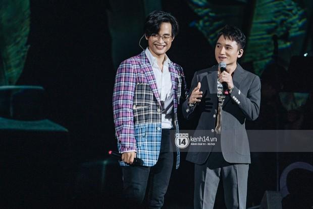 Khán giả không kiềm được nước mắt khi Hà Anh Tuấn hát Nước ngoài trong đêm cuối cùng của live concert Truyện Ngắn - Ảnh 6.