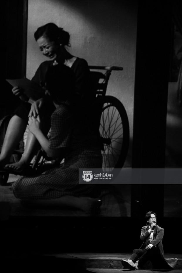 Khán giả không kiềm được nước mắt khi Hà Anh Tuấn hát Nước ngoài trong đêm cuối cùng của live concert Truyện Ngắn - Ảnh 9.