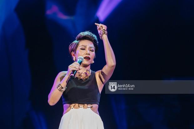 Khán giả không kiềm được nước mắt khi Hà Anh Tuấn hát Nước ngoài trong đêm cuối cùng của live concert Truyện Ngắn - Ảnh 11.