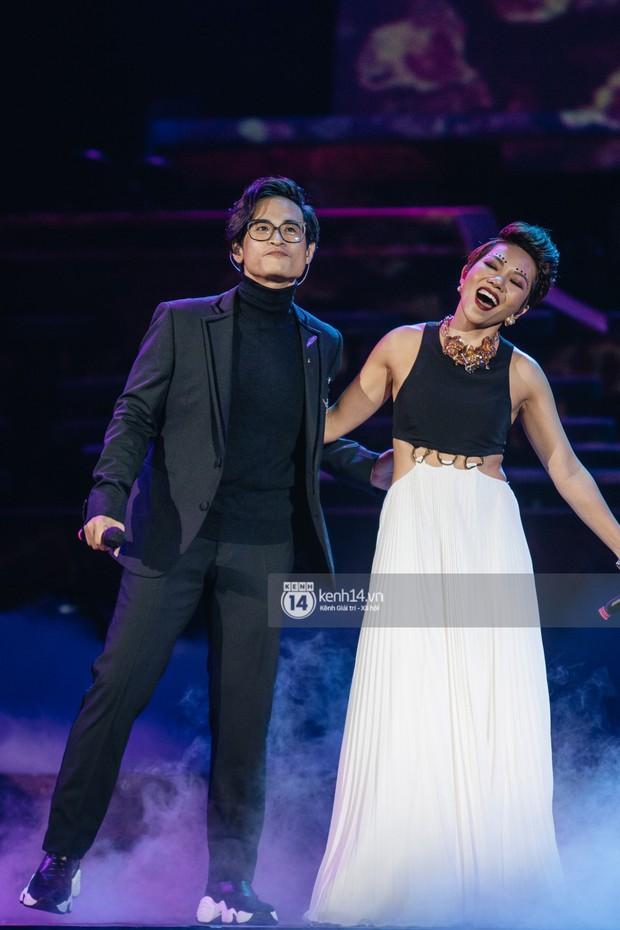 Khán giả không kiềm được nước mắt khi Hà Anh Tuấn hát Nước ngoài trong đêm cuối cùng của live concert Truyện Ngắn - Ảnh 10.