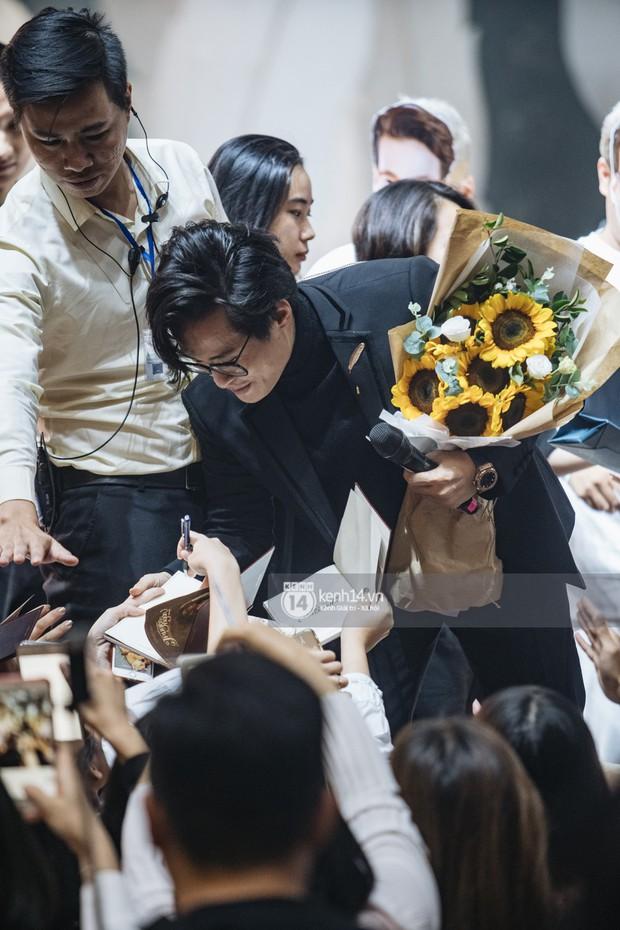 Khán giả không kiềm được nước mắt khi Hà Anh Tuấn hát Nước ngoài trong đêm cuối cùng của live concert Truyện Ngắn - Ảnh 15.