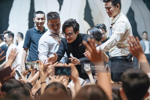 Khán giả không kiềm được nước mắt khi Hà Anh Tuấn hát Nước ngoài trong đêm cuối cùng của live concert Truyện Ngắn - Ảnh 14.