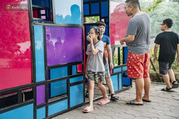 Thành phố Hà Nội buộc phải tháo dỡ tác phẩm nghệ thuật bên Hồ Gươm sau khi bị người dân phóng uế bên trong - Ảnh 3.