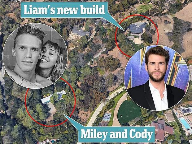 Trớ trêu thay Liam xây nhà mới ngay cạnh căn hộ của Miley Cyrus sống chung với tình trẻ: Ly hôn lại thành hàng xóm? - Ảnh 1.