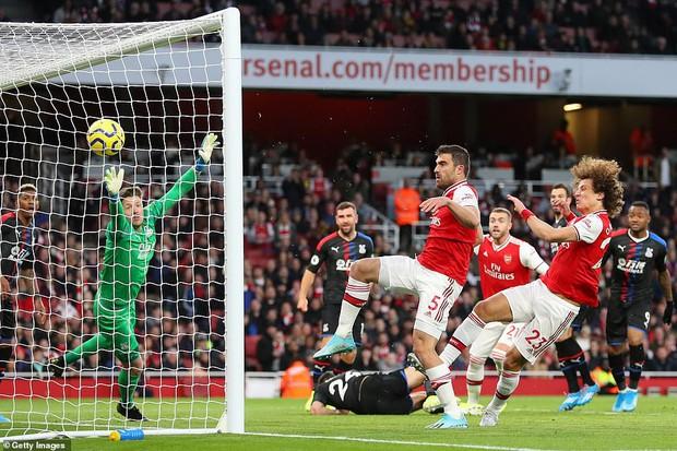 Arsenal hòa thất vọng trên sân nhà dù dẫn trước hai bàn trong ngày VAR không đứng về phía họ - Ảnh 2.