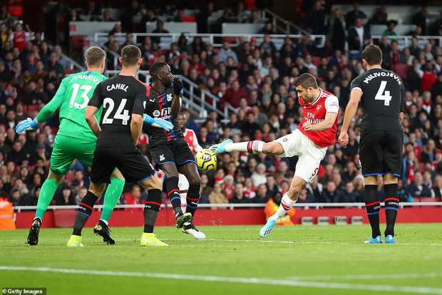 Arsenal hòa thất vọng trên sân nhà dù dẫn trước hai bàn trong ngày VAR không đứng về phía họ - Ảnh 1.