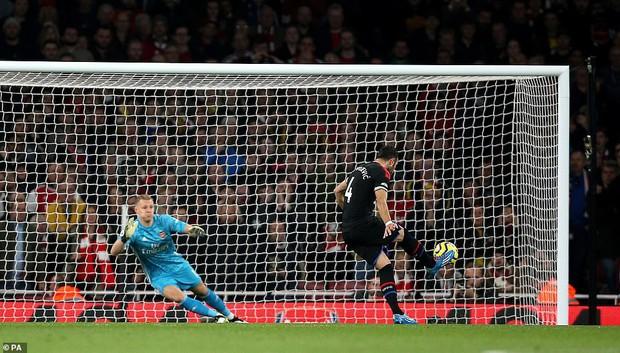 Arsenal hòa thất vọng trên sân nhà dù dẫn trước hai bàn trong ngày VAR không đứng về phía họ - Ảnh 4.