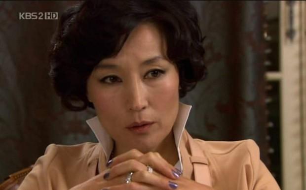 6 chị đại quyền lực nhất màn ảnh Hàn: Người đảo lộn trật tự giới siêu giàu, đỉnh nhất là khuynh đảo cả triều đại - Ảnh 1.