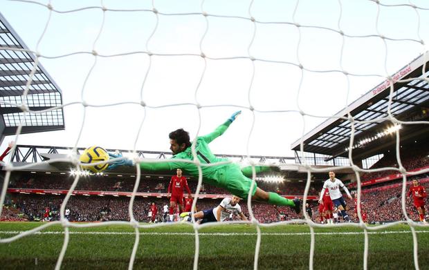 Son Heung-min cay đắng hóa thánh cột - xà, Tottenham thua ngược tiếc nuối đội đầu bảng Liverpool - Ảnh 3.