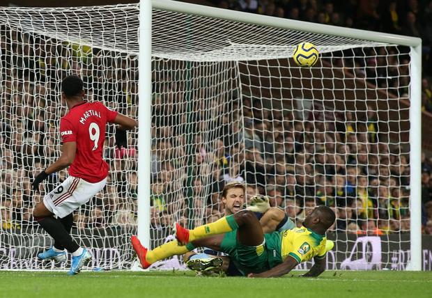 Đá hỏng phạt đền hai lần, Man Utd vẫn giành chiến thắng trước đội đứng áp chót Ngoại hạng Anh - Ảnh 7.