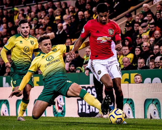 Đá hỏng phạt đền hai lần, Man Utd vẫn giành chiến thắng trước đội đứng áp chót Ngoại hạng Anh - Ảnh 1.