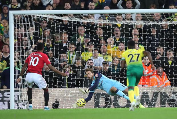 Đá hỏng phạt đền hai lần, Man Utd vẫn giành chiến thắng trước đội đứng áp chót Ngoại hạng Anh - Ảnh 4.