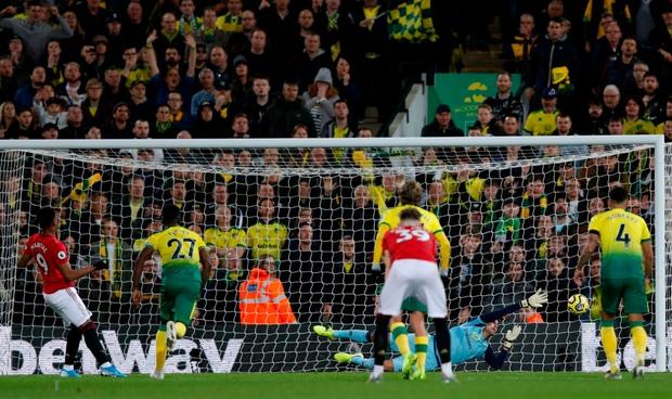 Đá hỏng phạt đền hai lần, Man Utd vẫn giành chiến thắng trước đội đứng áp chót Ngoại hạng Anh - Ảnh 6.