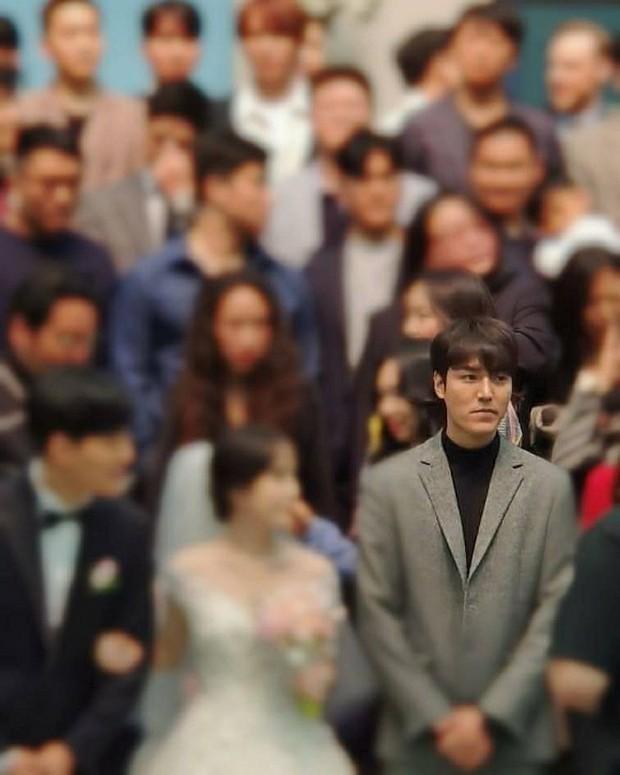 Ai như Lee Min Ho, dự đám cưới bạn thân mà chiếm hết spotlight vì bảnh bất chấp camera thường cùng chiều cao khủng - Ảnh 1.