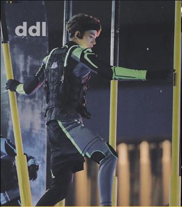 Quay cuồng với lịch trình dày đặc, Lucas (NCT) bị nghi gặp chấn thương khi ghi hình show thực tế - Ảnh 3.