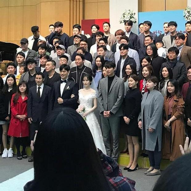 Ai như Lee Min Ho, dự đám cưới bạn thân mà chiếm hết spotlight vì bảnh bất chấp camera thường cùng chiều cao khủng - Ảnh 3.