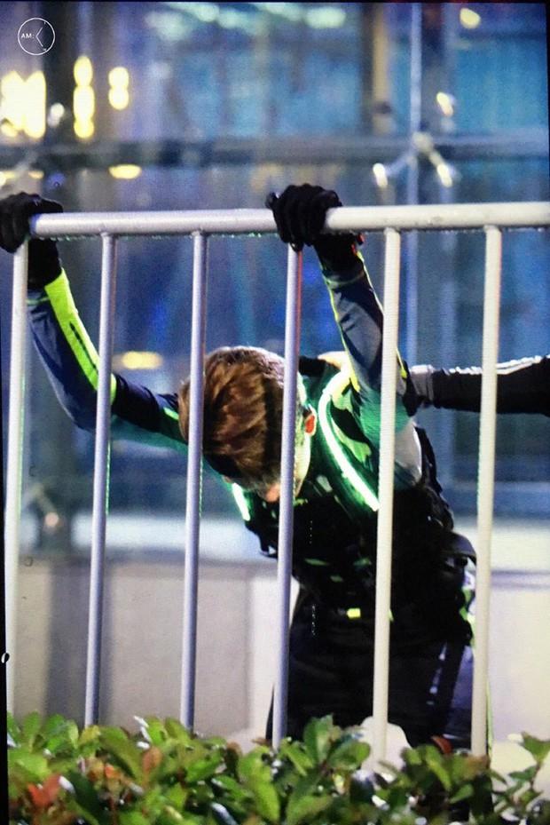 Quay cuồng với lịch trình dày đặc, Lucas (NCT) bị nghi gặp chấn thương khi ghi hình show thực tế - Ảnh 2.