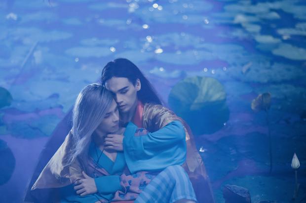 Loạt MV của Nguyễn Trần Trung Quân cái nào cũng drama cẩu huyết: Từ bách hợp đến đam mỹ đủ cả, ngôn tình hiện đại thì tai nạn hiến tim như phim Hàn Quốc - Ảnh 20.