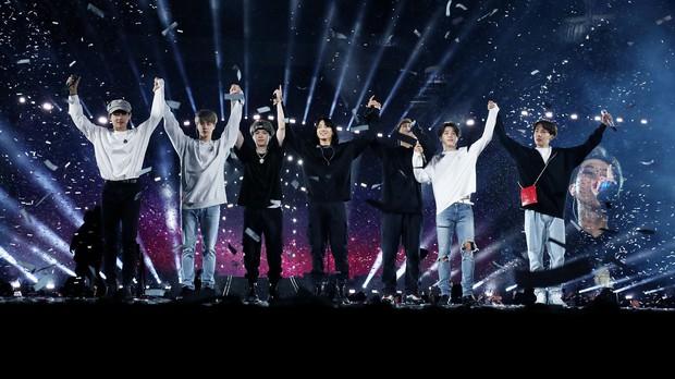 Đoạn nhảy của Jimin chiếu trong concert BTS lần đầu được đăng tải: Vũ đạo thần sầu thế này bảo sao được gọi là ông hoàng sân khấu - Ảnh 1.