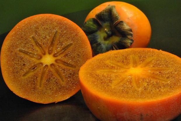 Ai ngờ trái hồng đen kỳ lạ trong vlog mới của Quỳnh Trần JP lại là loại quả dành cho giới thượng lưu Nhật Bản, giá cắt cổ mà vẫn hết hàng - Ảnh 4.