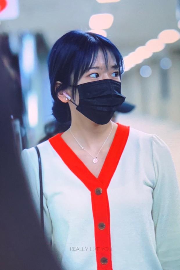 Lâu lắm mới có girlgroup khiến Knet trầm trồ vì visual cả nhóm quá đỉnh ở sân bay, mỹ nhân người Nhật lột xác bất ngờ - Ảnh 9.