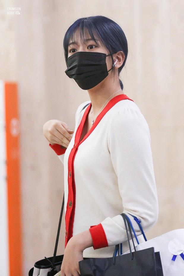 Lâu lắm mới có girlgroup khiến Knet trầm trồ vì visual cả nhóm quá đỉnh ở sân bay, mỹ nhân người Nhật lột xác bất ngờ - Ảnh 11.