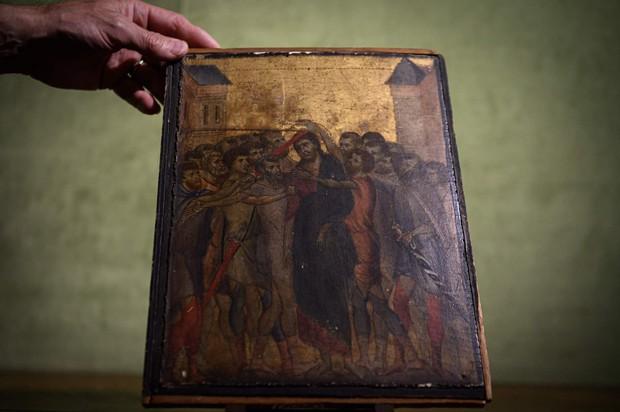 Ở tuổi gần đất xa trời, cụ bà bỗng kiếm được 619 tỷ đồng nhờ bán bức tranh phủ bụi đen xì trong xó bếp - Ảnh 1.