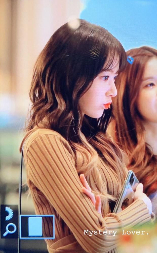 Lâu lắm mới có girlgroup khiến Knet trầm trồ vì visual cả nhóm quá đỉnh ở sân bay, mỹ nhân người Nhật lột xác bất ngờ - Ảnh 2.