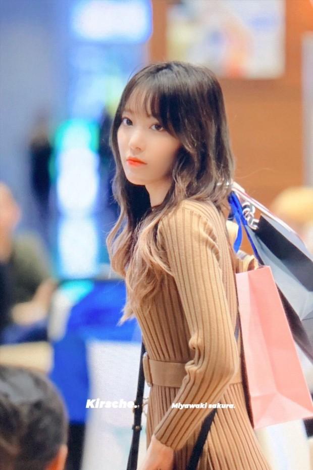 Lâu lắm mới có girlgroup khiến Knet trầm trồ vì visual cả nhóm quá đỉnh ở sân bay, mỹ nhân người Nhật lột xác bất ngờ - Ảnh 3.