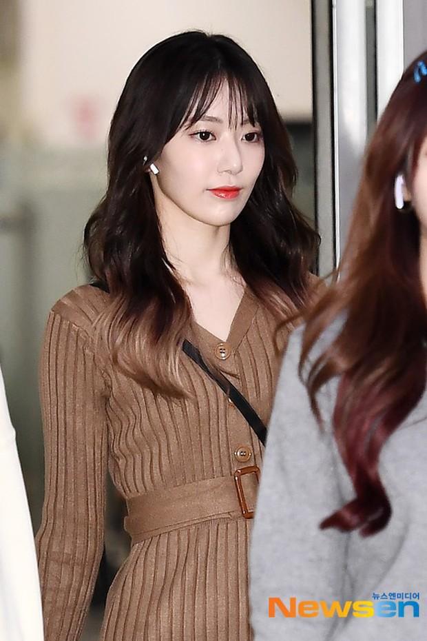 Lâu lắm mới có girlgroup khiến Knet trầm trồ vì visual cả nhóm quá đỉnh ở sân bay, mỹ nhân người Nhật lột xác bất ngờ - Ảnh 1.