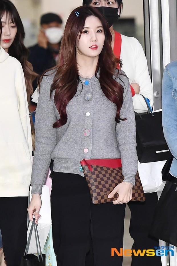 Lâu lắm mới có girlgroup khiến Knet trầm trồ vì visual cả nhóm quá đỉnh ở sân bay, mỹ nhân người Nhật lột xác bất ngờ - Ảnh 5.