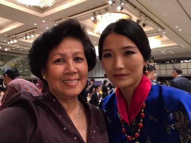 Chụp ảnh selfie, Hoàng hậu Bhutan bị dìm hàng không thương tiếc trong khi hoàng tử nhỏ chiếm hết spotlight của cha mẹ - Ảnh 1.