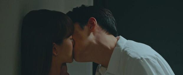 Ji Chang Wook lôi crush vào phòng tắm hôn chỉ để giảm nhiệt ở tập 10 Nhẹ Nhàng Tan Chảy? - Ảnh 1.