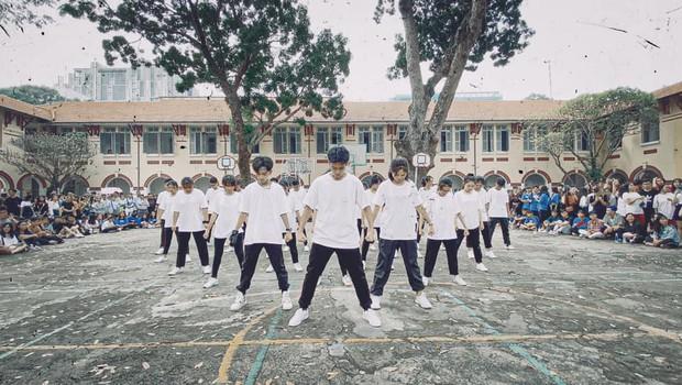 Mãn nhãn trước màn flashmob của lớp người ta, nhảy đều răm rắp khiến người xem cứ tưởng dancer chuyên nghiệp - Ảnh 5.