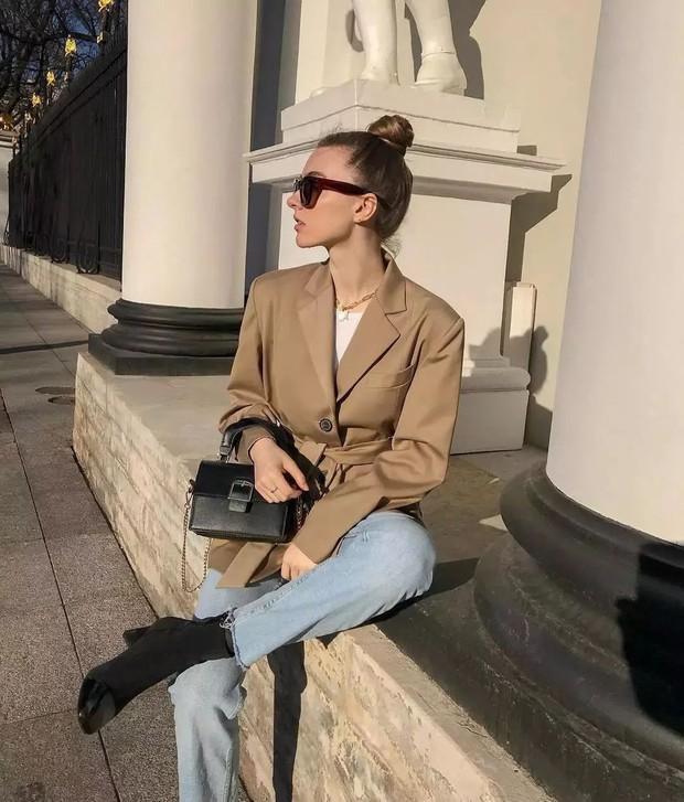3 mẫu quần jeans bạn nên tậu gấp để luôn ghi điểm mặc đẹp mùa lạnh này - Ảnh 7.